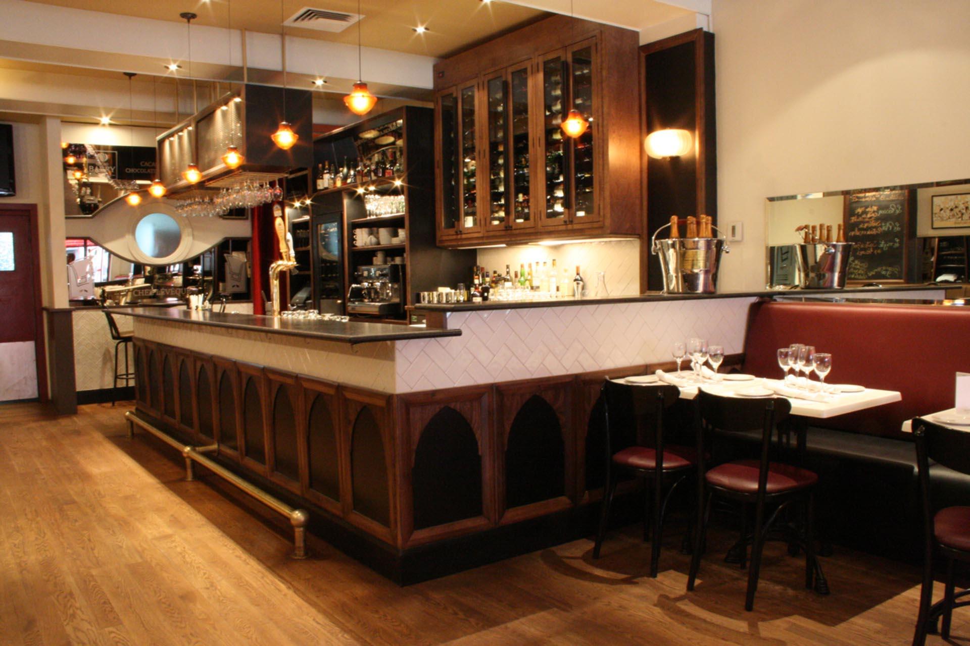 bar-deluxe-mobilier-ébéniste-Montréal