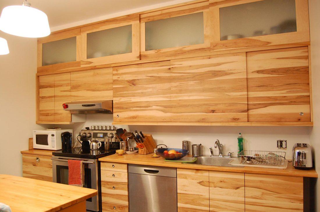 cuisine-bois-verre-bois massif-merisier-mobilier-montreal