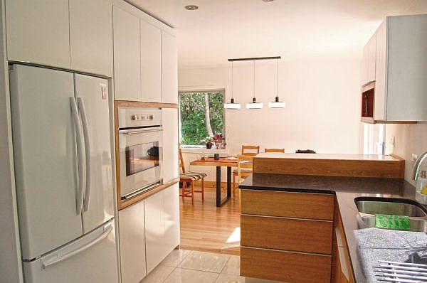 cuisine laquee blanche matpel ebenisterie matpel. Black Bedroom Furniture Sets. Home Design Ideas