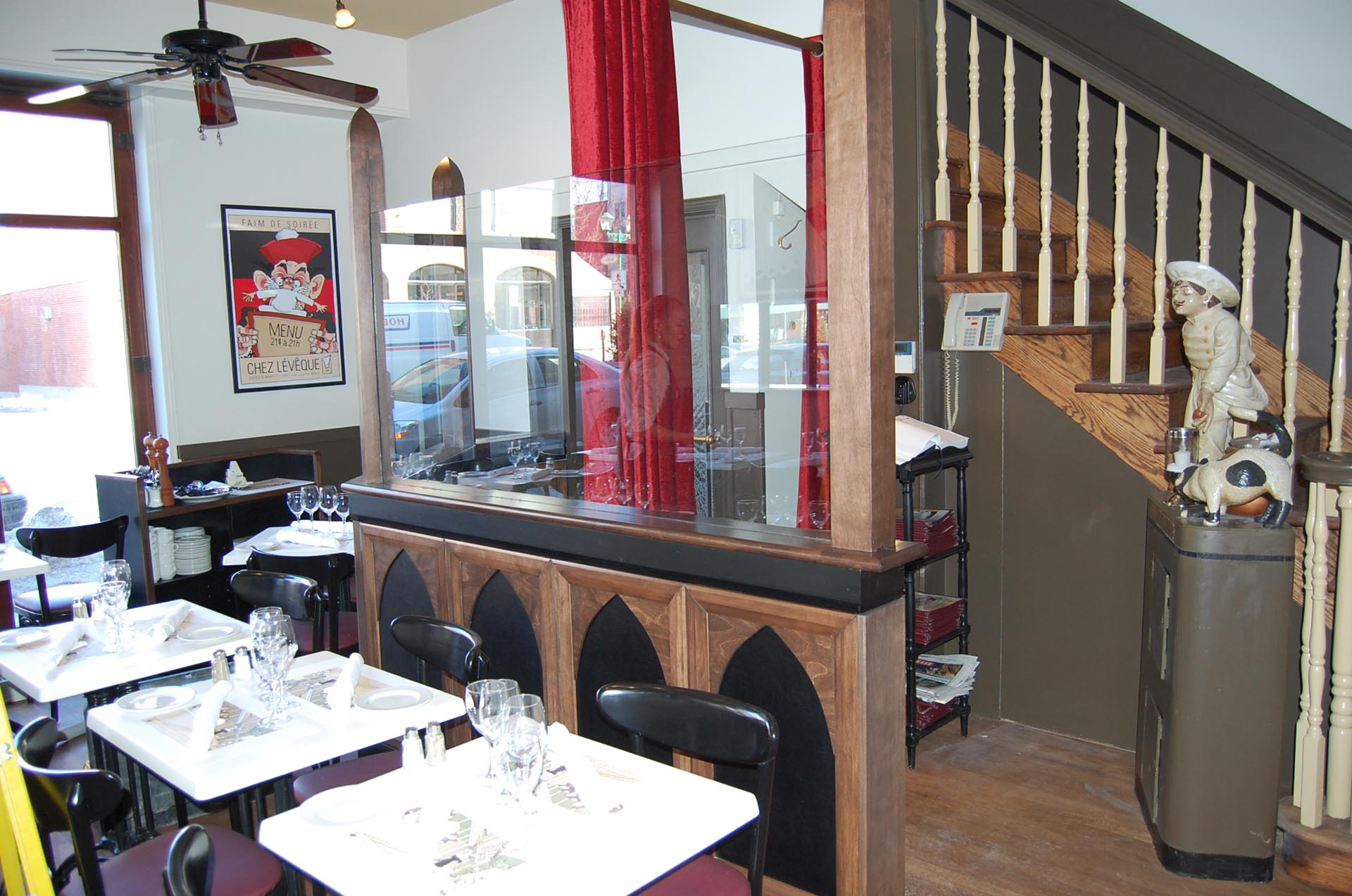 entrance-furniture-restaurant-Montreal