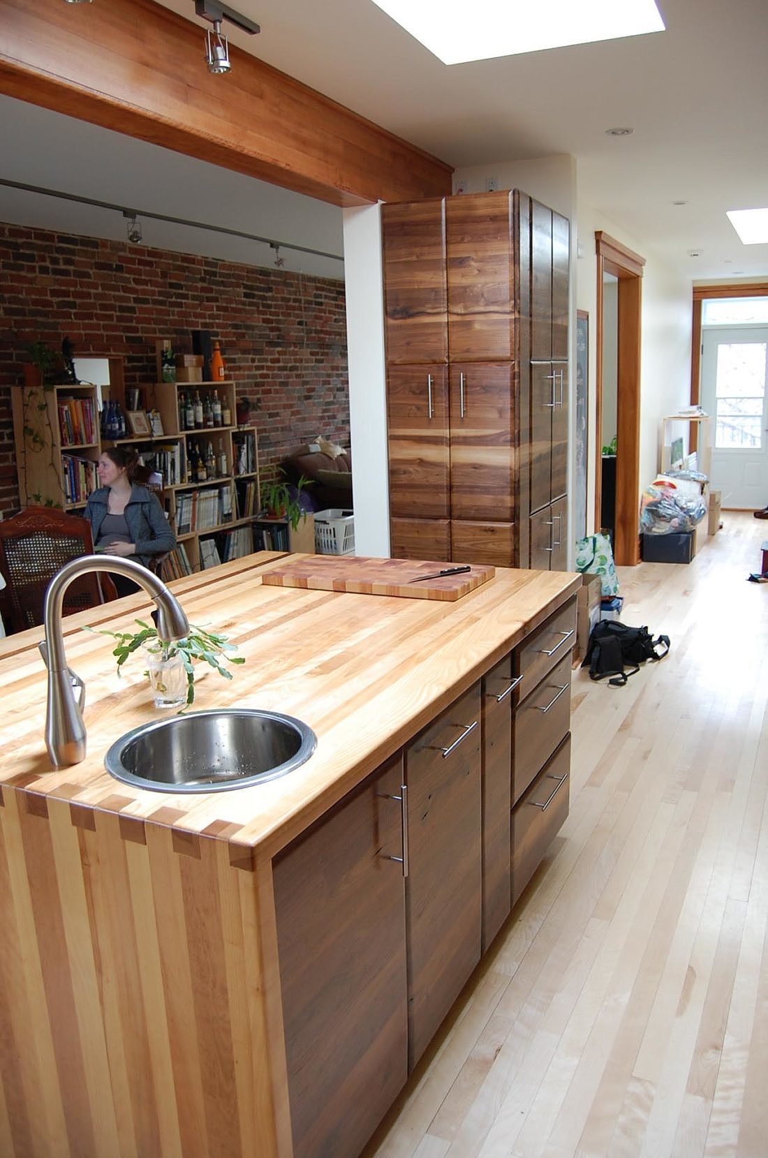 feature-kitchen-hardwood-furniture-montreal