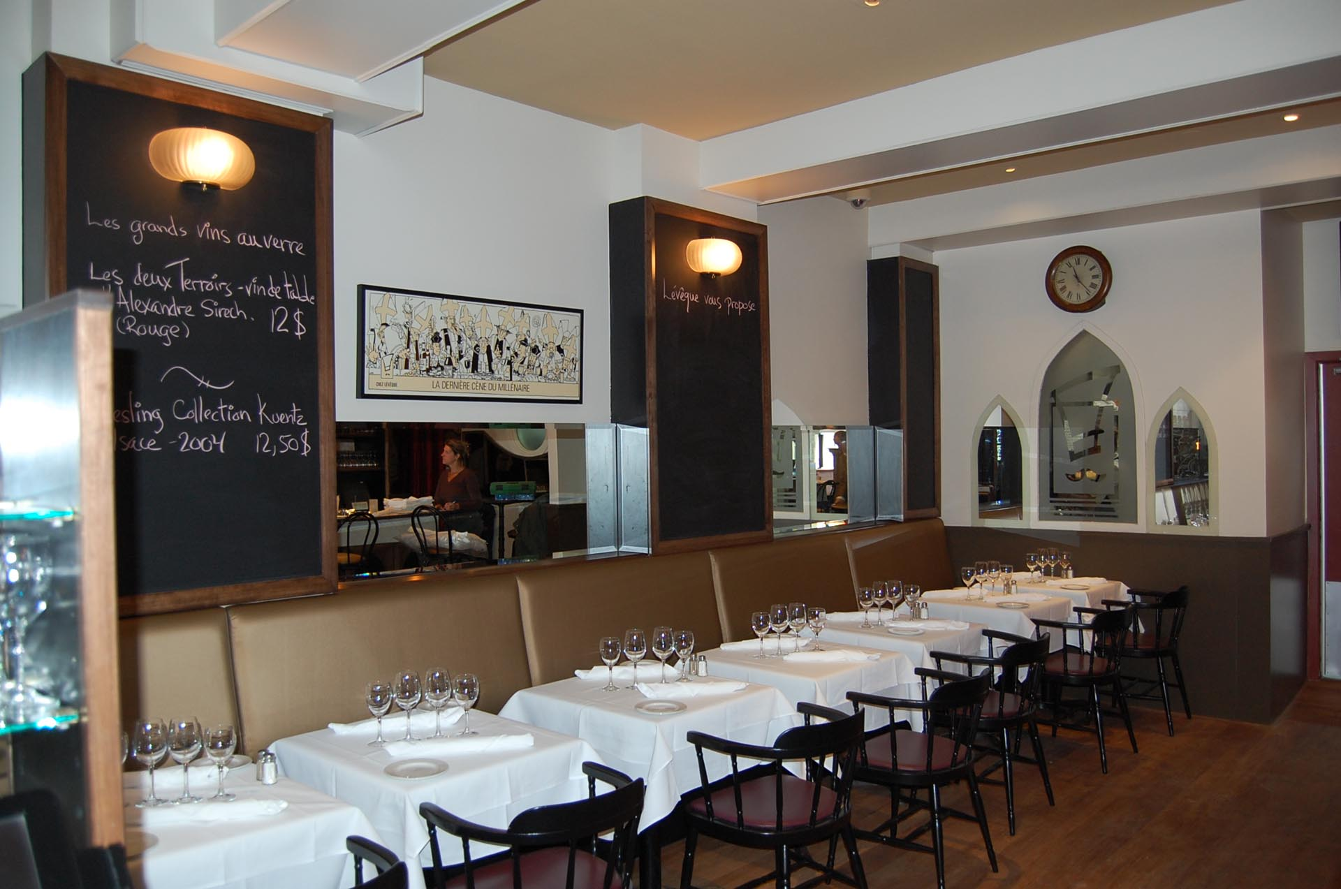 restaurant-furniture-tables-chairs-cabinetmaker-Montreal