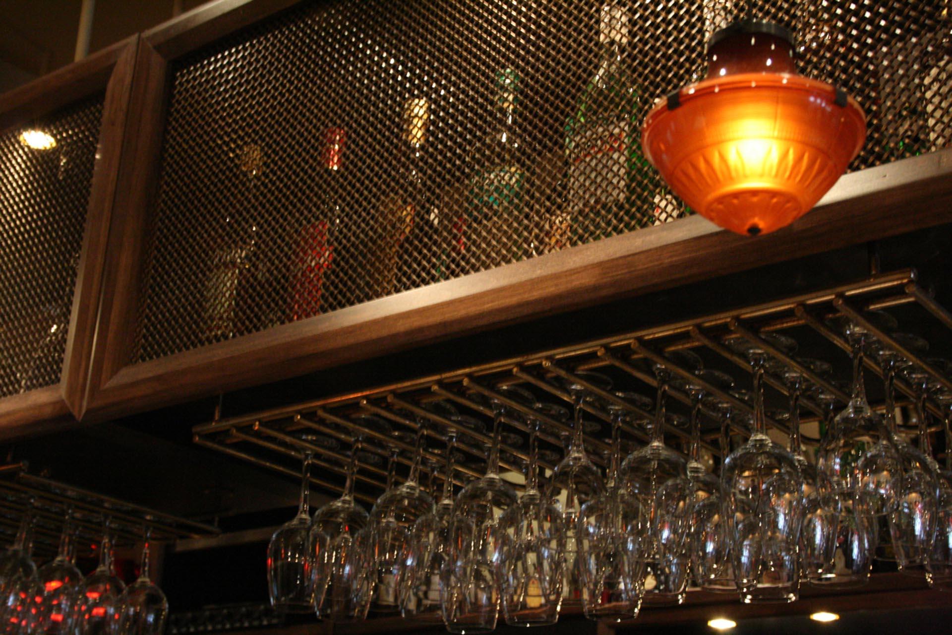 support-verre-bar-mobilier-ébéniste-Montréal