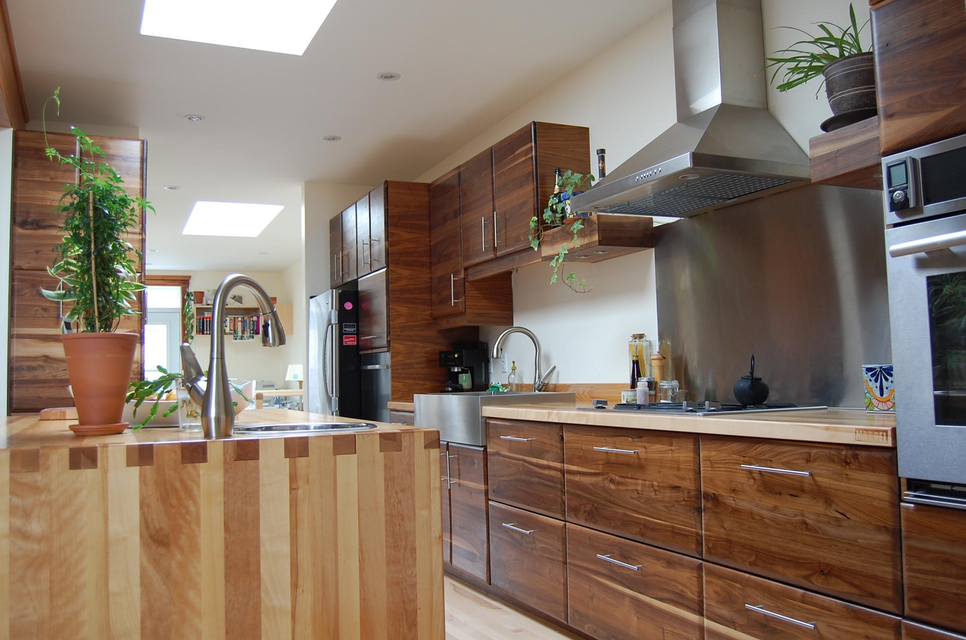 walnut-kitchen-cabinets-montreal