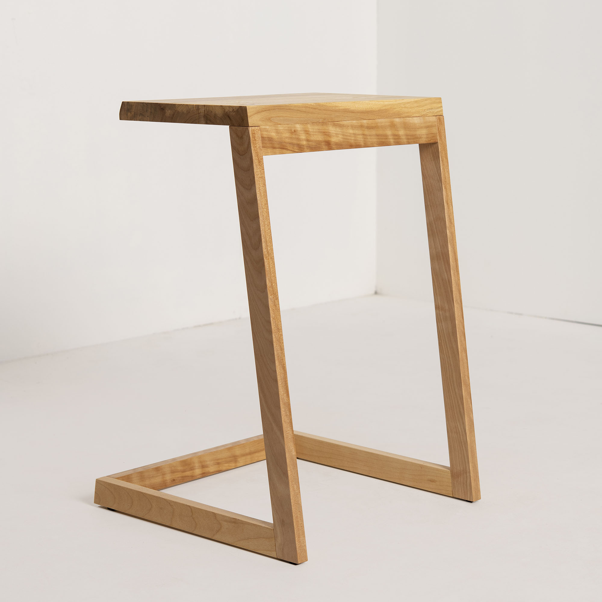 Tablette d'appoint design locale